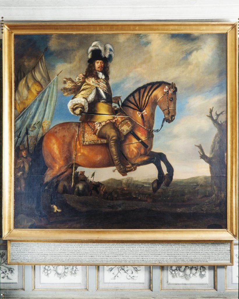 Carl-Gustaf Wrangel sittandes på en häst.