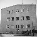 Gaveln till huset i hörnet Vetegatan och Eriksdalsgatan med tra